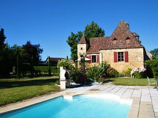 MONTILLOU - LOVELY STONE COTTAGE, NEWLY RENOVATED, WITH HEATED POOL AND GARDEN