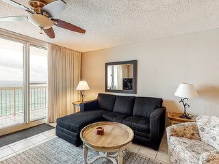 11th Floor Open, airy condo, Great views, Close to dining, Near shops and dining