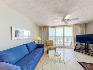 5th Floor Inviting, gulf front condo, Stunning views, Minutes to entertainment