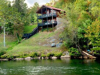Hiwassee Riverfront. Fish, King Bds, WiFi, Minutes to Folk School, Casino, Shops