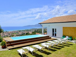 Pennino Villa Sleeps 8 with Pool and Air Con - 5859845