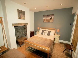 Simon's Cottage, Peak District - Sleeps 6