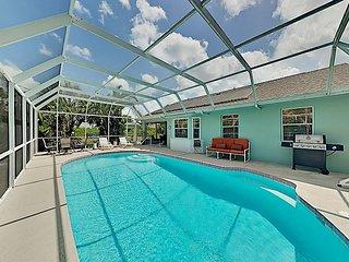 Lemon Bay Retreat w/ Screened Backyard Pool - Near Manasota Key Beaches!
