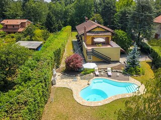 Cascina Cordona 1671 villa with pool and garden near Golf Club in Agrate Conturb