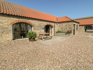 THISTLE CLOSE, pet friendly, character holiday cottage, with a garden in