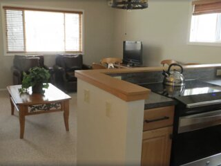 Family Fun! 2BR Suite, Pool, Hot Tub, Shuttle to Lifts