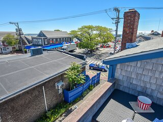 #114: Newly furnished Commercial Street condo, people watching galore; sleeps 8!