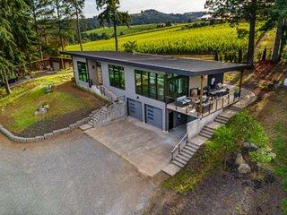Modern Custom Wine Country Villa, Epic Views, Huge Decks, Fire-pit, Ping Pong, W
