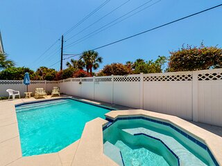 Beachy home w/private pool/steps from the beach/convenient to main retail area!