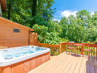Blue Creek Shoals | 2 BR 2 BA | Hot Tub & Fire Pit | Creek Front | Trout Fishing
