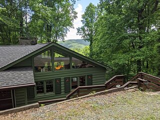 'Owl Cove' Sleeps 6, Long range views, Pet Friendly, Pool, hike, fish, camp!