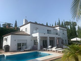 Villa Zara in a residential area near Marbella/Puerto Banús with only villas.