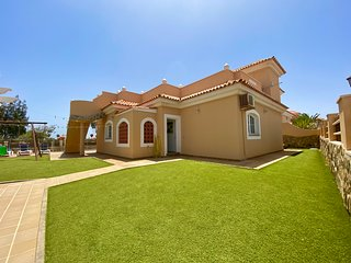 Luxury Villa With Private Heated Pool, AirConditioning, Golf Course And Sea View