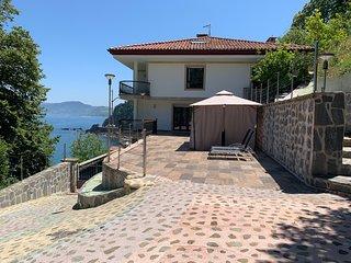 Unceta Etxea Getaria; Wifi gratis, terraza, garaje y jardín de 5000 m2