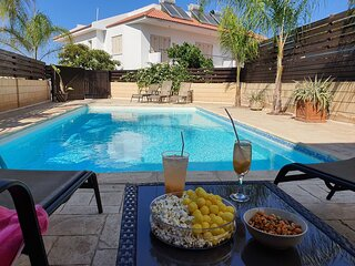 Chilville. A lovely villa with private pool. Free air con and WIFI
