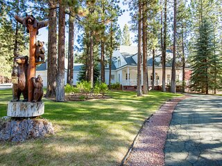 House of the Pines Gorgeous Central Packed Luxury Chalet / Game Tables / Hot Tub