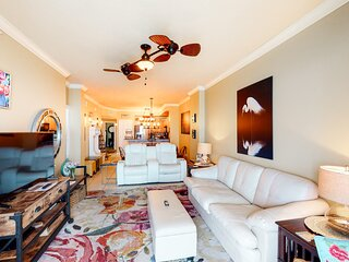Sunny 22nd-floor condo w/ stunning décor, shared pools, & beach access!