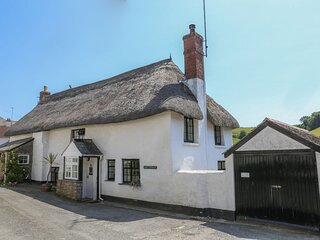 Traditional Grade II listed Devon thatched cottage near to beach, South Devon
