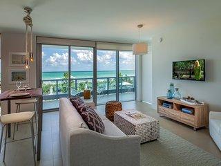 Domio | Miami Beach | Pool View One Bedroom + Balcony