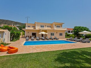 Spacious villa near Vilamoura, heated pool, WI-Fi