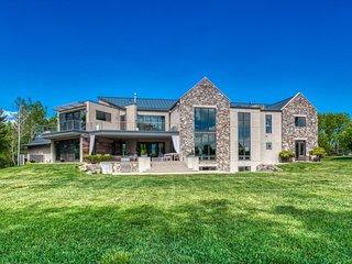 INDIGO - Vibrant & Luxe Estate w/Mountain & Lake Views