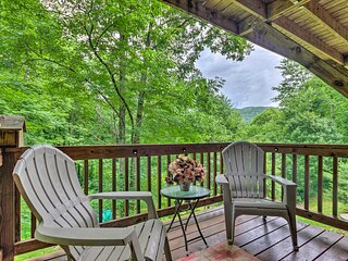 Luxe Mtn-View Maggie Valley Home w/ 2 Decks!