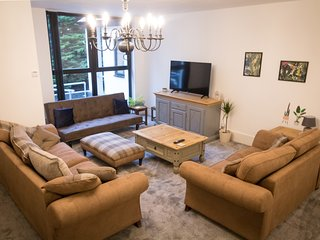 Ideal Home away at Thorncliffe Apartments 3