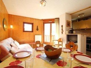 CHB083 : Appartement 6  personnes dans le village de Lanslevillard