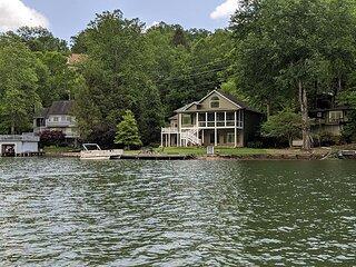 Waterfront Wonder – Pool Table, Boat Dock, Lakefront Lawn & Resort Amenities