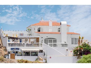 Spacious Luxury Villa with Amazing Sea Views,  Private Pool, Games Room, Bar