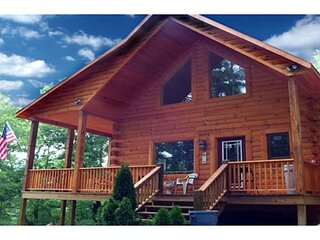 Little T's Cabin at The Great Smoky Mountains, Best Location, Hot tub & WiFi