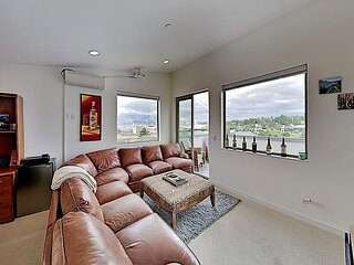 Chic West Seattle Townhome w/ Private Rooftop Deck - Near Alki Beach