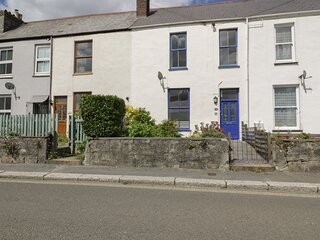 28 BODMIN ROAD, pet friendly, close to town centre, character cottage, in St
