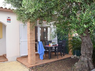 Townhouse 400 meters from the beach  Mas Pinell in Torroella de Montgri.
