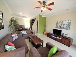 Aruba Breeze Condominium B7