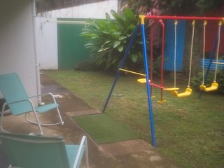 particulier loue à la semaine belle chambre avec SDE (27 m²) sur jardin ; terras