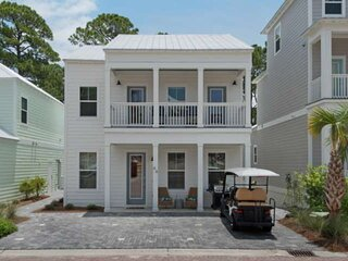 1 min Golf Cart ride to beach/Close to Community Pool/Brand New Family Friendly