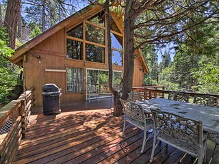 Rustic Lake Arrowhead Cabin - 5 Mins to Village!