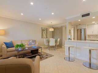 Updated & fabulously decorated 2nd flr. Castleton Gardens-2 blocks to 5th Ave.-1
