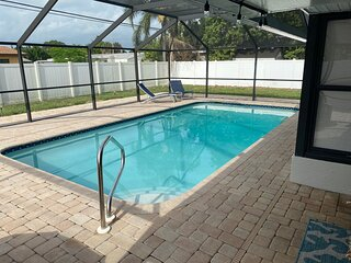 Venice Pool Home Centrally Located, Just Waiting For You