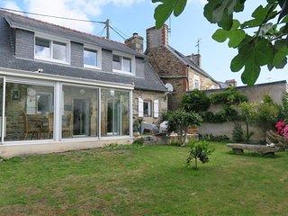 Maison de charme avec jardin clos, terrasse  a PERROS-GUIREC