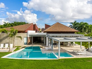 VILLA HERMOSA II -  BIG LAWN, POOL, JACUZZI, GOLF CART, CHEF, BUTLER & MAID