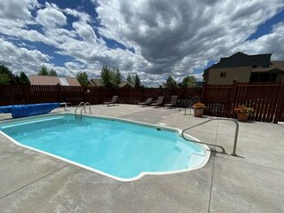 THE POOL IS OPEN! Private Unit Entrance/Balcony, Clean, Walk to Mtn, Steps to Fr