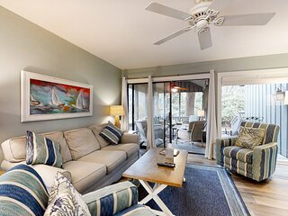 Lovely & vibrant condo w/ a screened-in porch & shared pool - close to beaches!