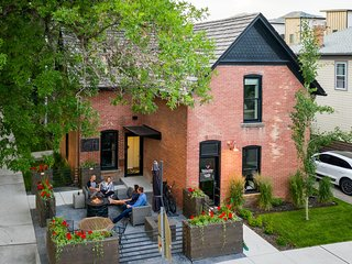 Luxury & Privacy in Downtown Bozeman One Block From Main Street