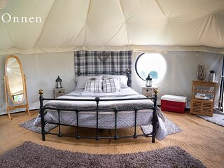 Onnen Snowdonia Glamping Yurt. Safe, Snug, Hideaway with luxury private bathroom