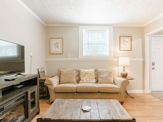 Unique 1 Bedroom Apartment in West Greenville - Perfect for a Budget Traveler an