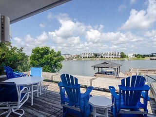 Beautiful single family home with private pier and short walk to the beach