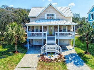 1 Block to Beach | Quiet Oak-Lined Estate | Huge Decks, Grill & Firepit