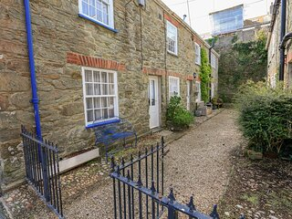 BLUEBOAT COTTAGE, dog-friendly, parking pass provided, communal outside area